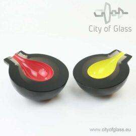 Geslepen zwart kristallen object met contrast van P. Havelka