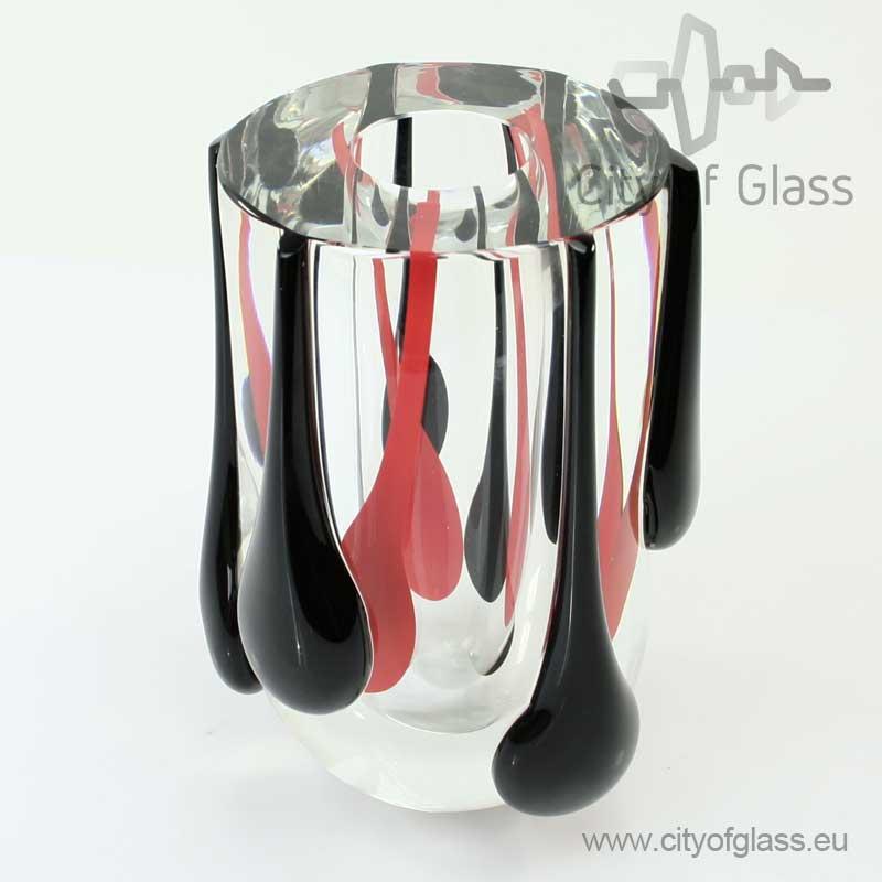 Kristallen vaas met rode en zwarte druppels van Ozzaro