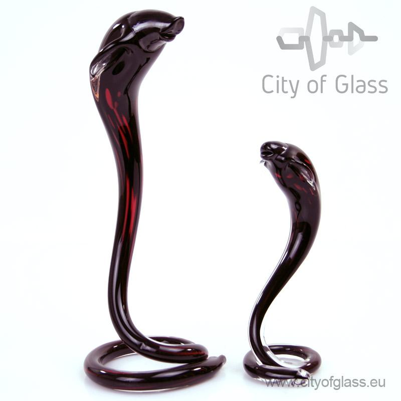 Glazen cobra in zwart en rood