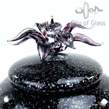 Glazen urn van Loranto met bloem