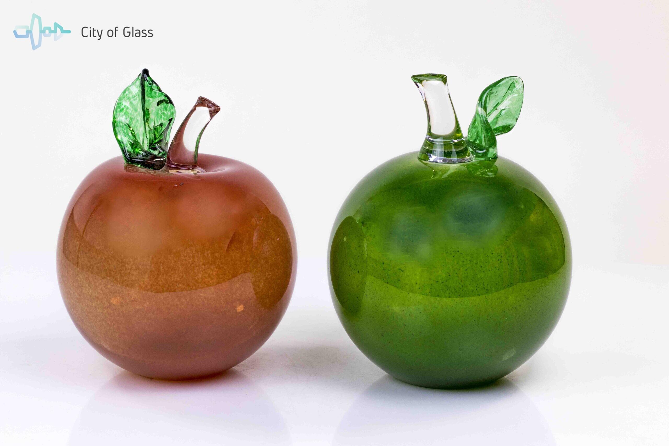 appels van glas rood en groen,