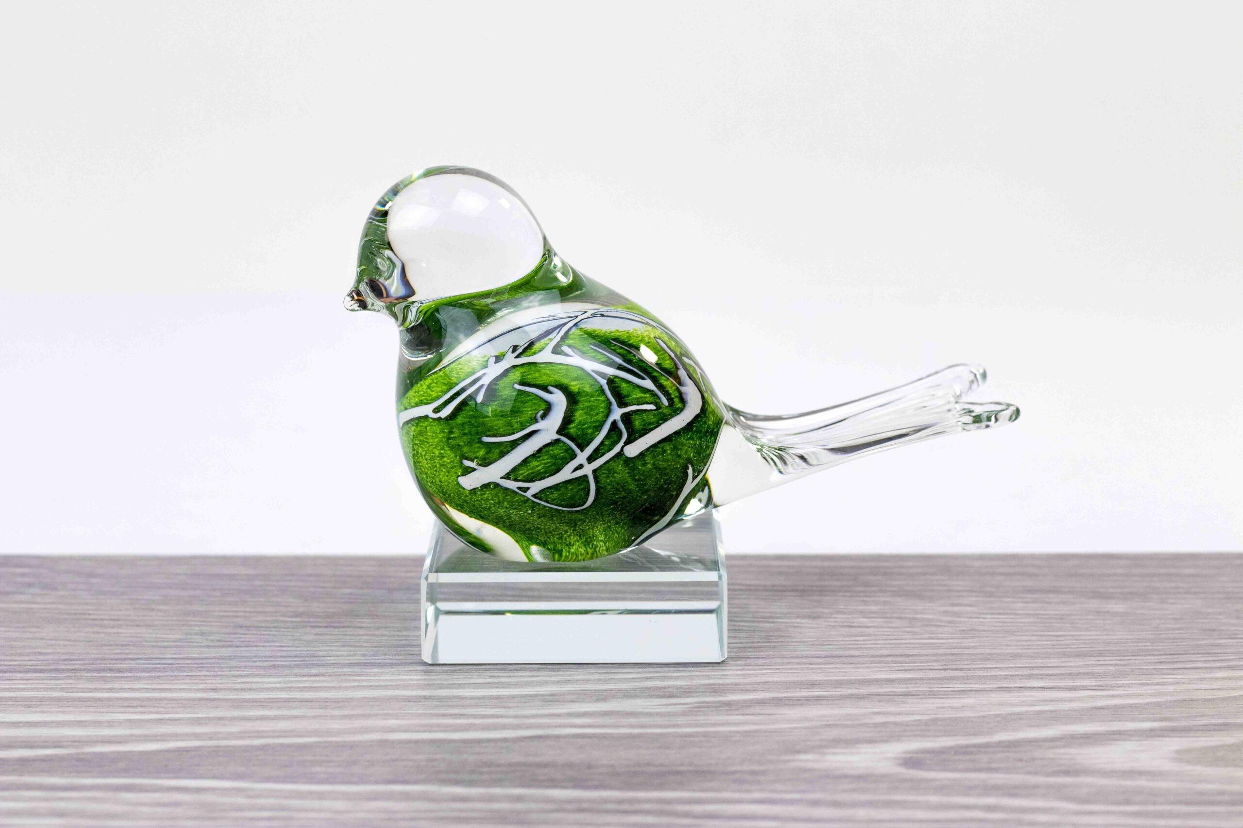 Mini Urn Vogel Groen op kristallen sokkel, Dieren Urn