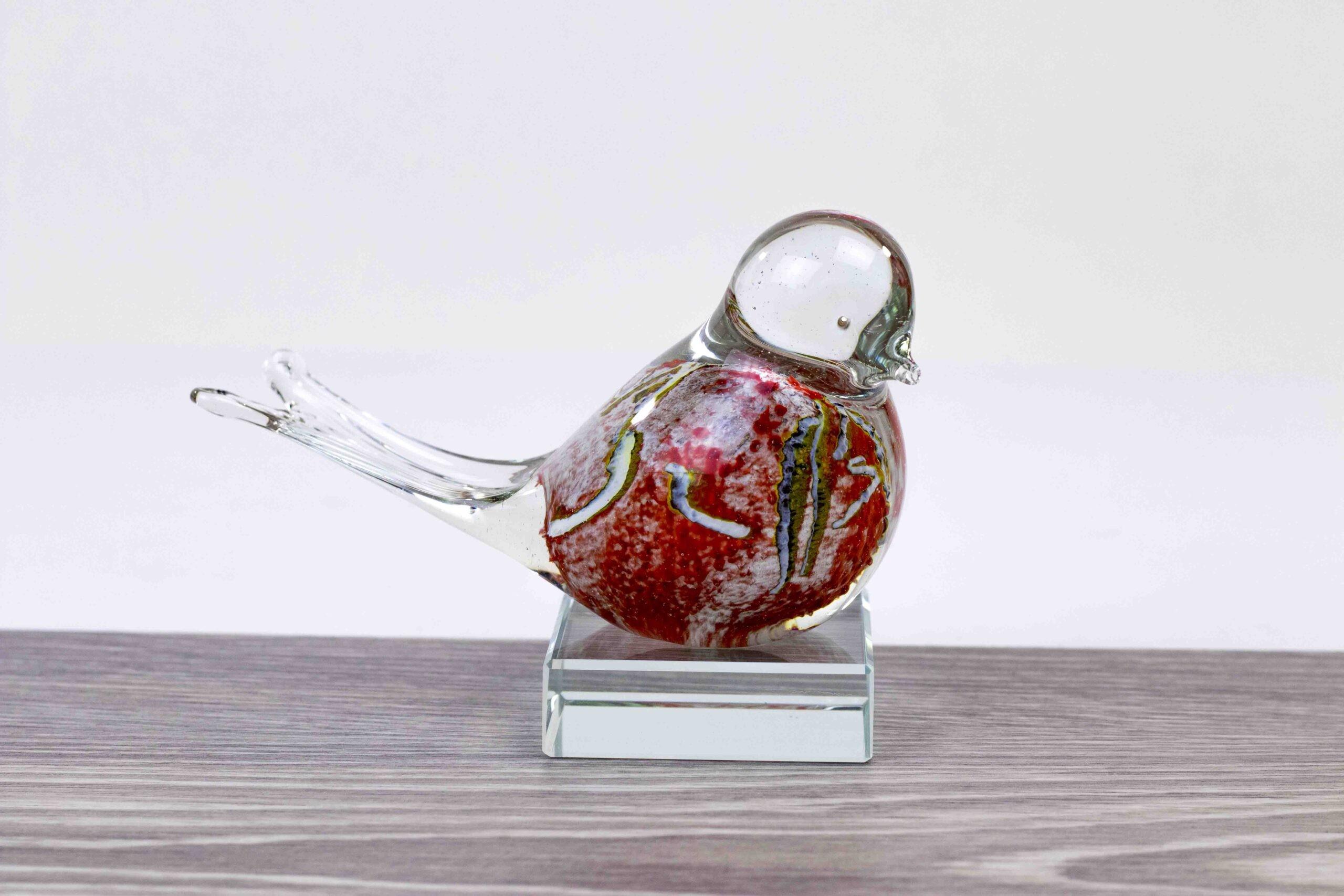 Mini Urn Vogel Rood Wit op Kristallen sokkel, kleine Urn
