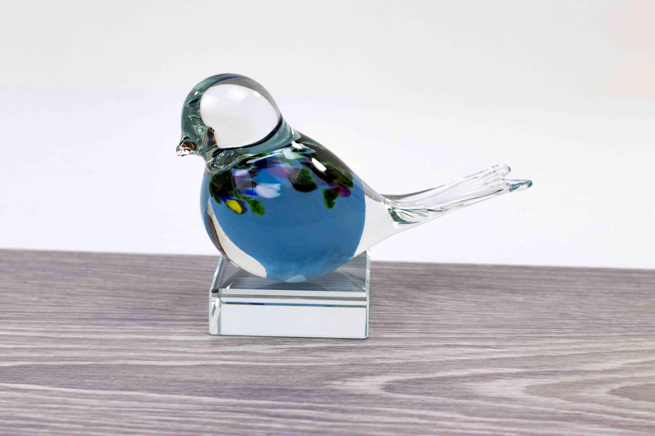 Mini Urn Vogel Blauw met kristallen sokkel