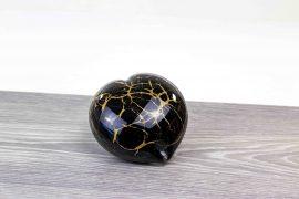 mini urn hart zwart met bladgoud,