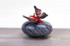 mini urn met vlinder rood,
