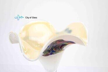 Vaas kelk wit met kleur loranto glas,