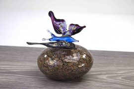 mini urn gouden steen met vlinder,